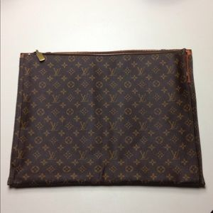 "Vintage 15"" x 19"" Louis Vuitton leather messenger"